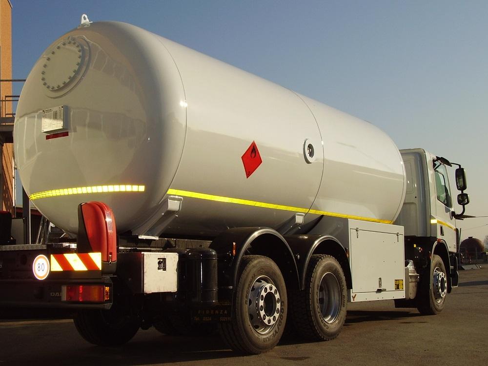Camion botte per trasporto gas
