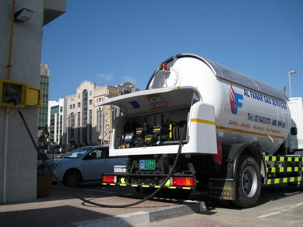 Camion con dotazione impanto Tecnogas