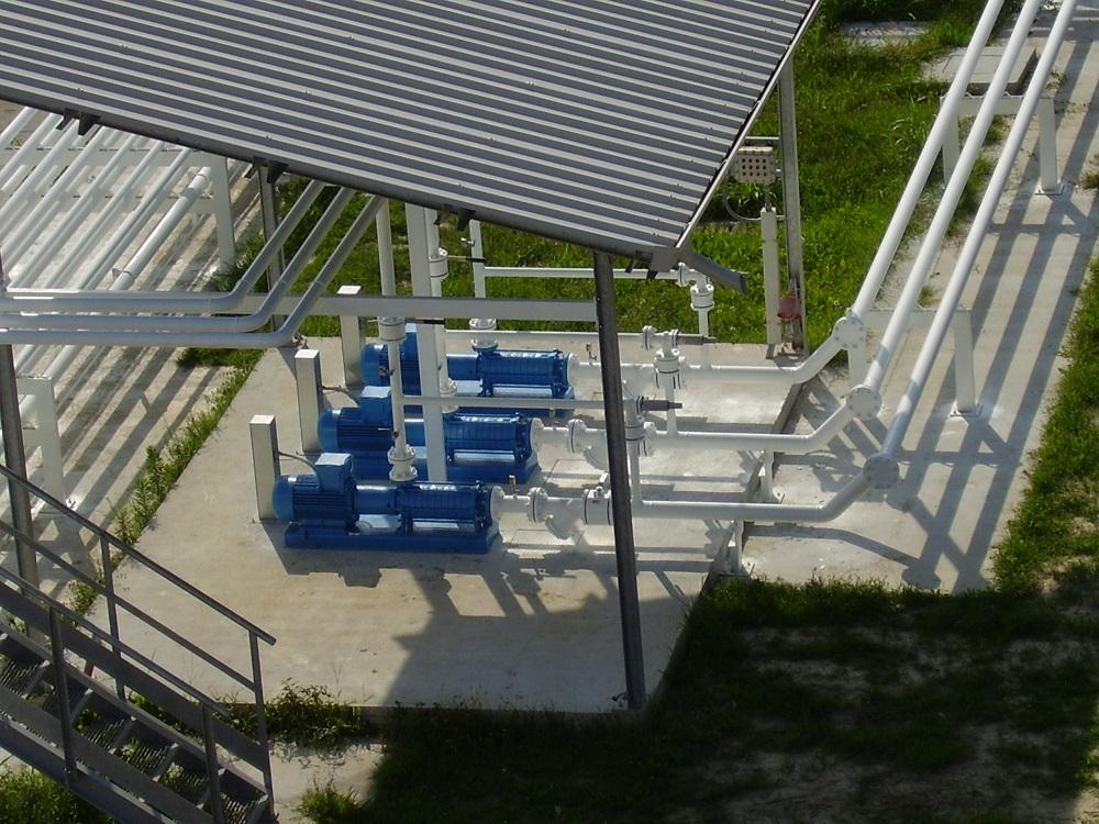 Veduta esterna impianto Tecnogas compressori blu